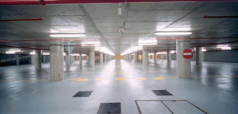 Ondergronds parkeerterrein royalty-vrije stock afbeelding