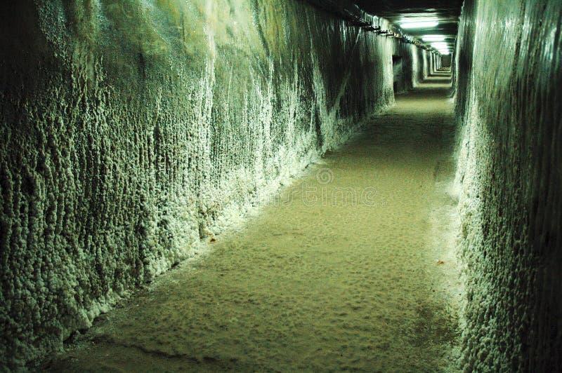 Ondergrondse galerij in een zoutmijn stock fotografie