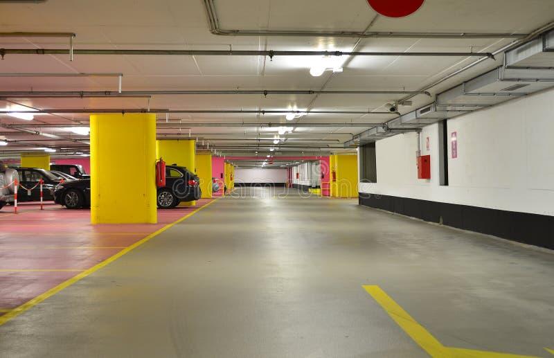 Ondergrondse garage royalty-vrije stock afbeelding