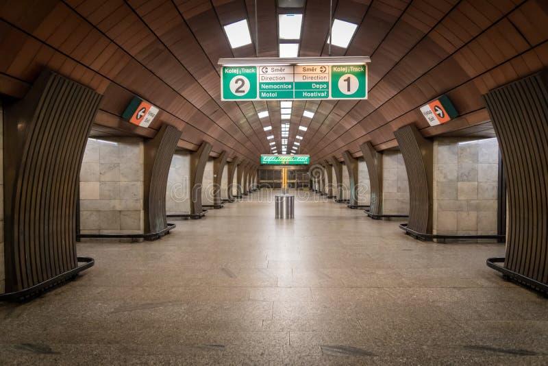 Ondergrondse metro post in het kapitaal van de Tsjechische Republiek van Praag stock foto's
