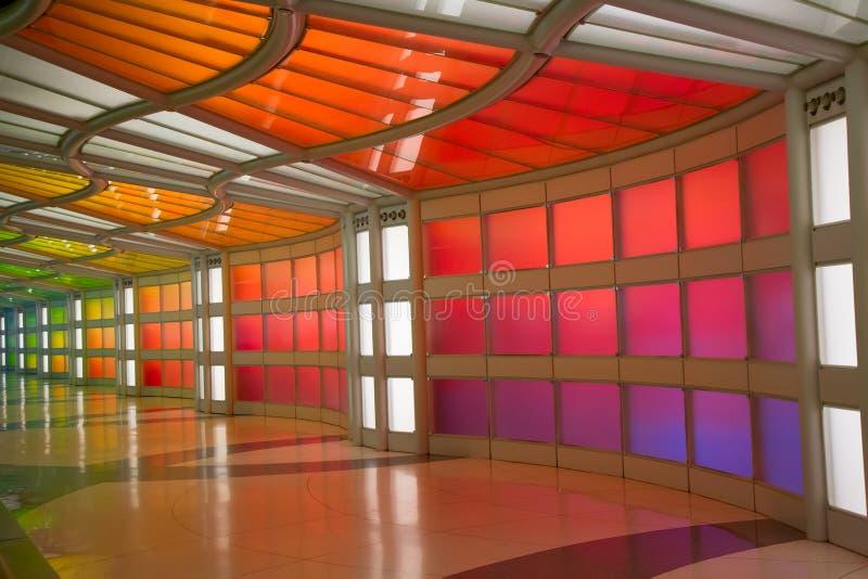 Ondergrondse passage in de luchthaven van Chicago O'Hare stock afbeeldingen