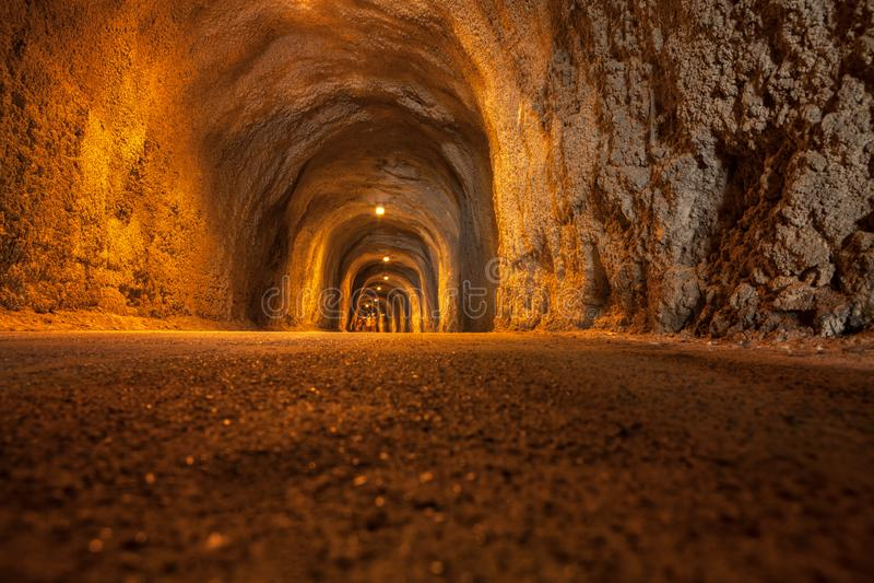 Ondergrondse voettunnel stock afbeelding