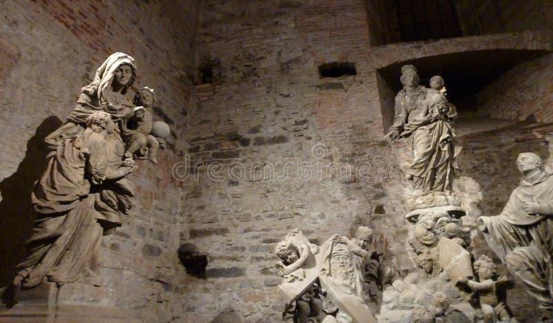Ondergrondse zaal van beeldhouwwerken bij vysehradkasteel in Praag royalty-vrije stock afbeeldingen