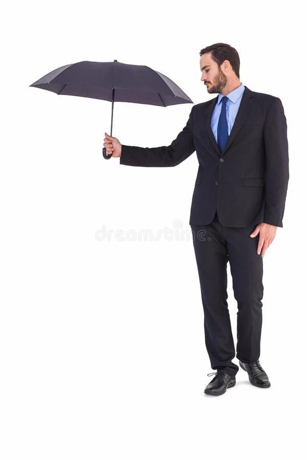 Onderneemster in de paraplu van de kostuumholding stock fotografie