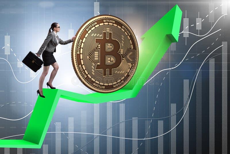 Onderneemster die bitcoin in cryptocurrency blockchain conce duwen royalty-vrije stock fotografie