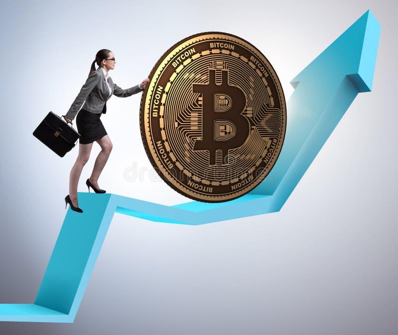 Onderneemster die bitcoin in cryptocurrency blockchain conce duwen stock afbeeldingen