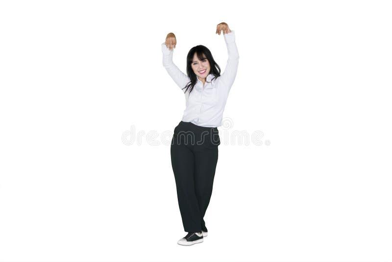 Onderneemster die met formele slijtage in studio dansen stock foto's