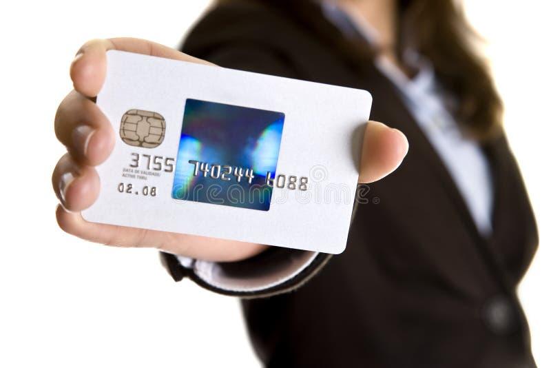 Onderneemster die visumcreditcard toont royalty-vrije stock afbeelding