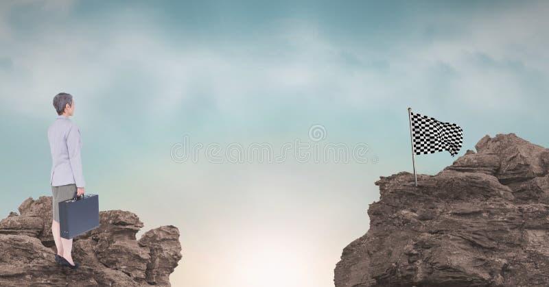 Onderneemster en controleursvlag op rotsachtige bergen tegen hemel stock illustratie