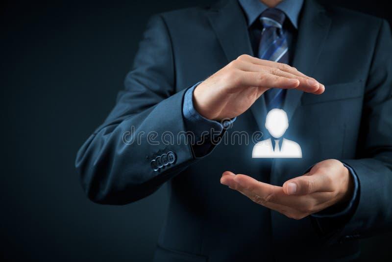 Onderneemster en een grote groep bedrijfsmensen stock afbeeldingen