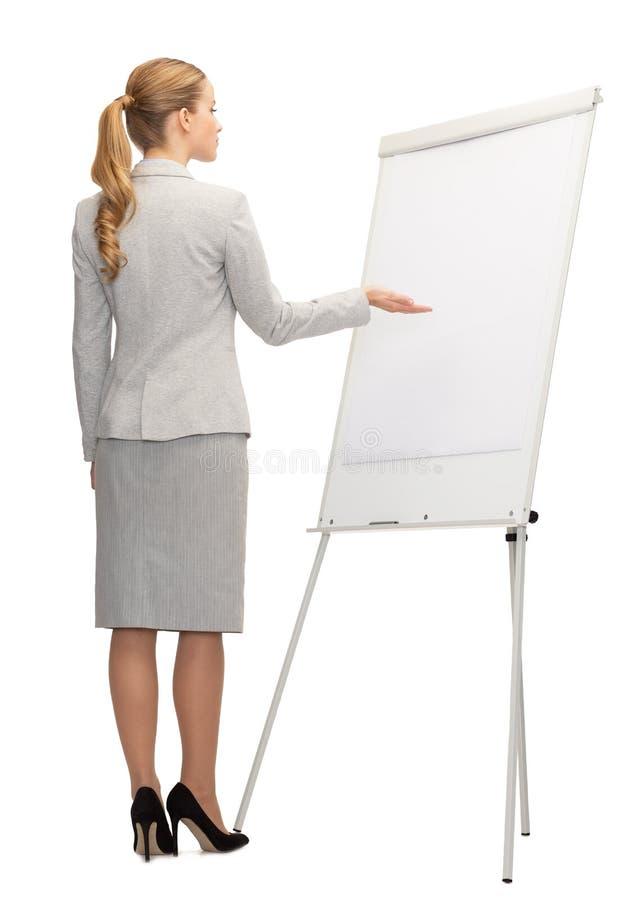 Onderneemster of leraar met whiteboard van rug stock fotografie