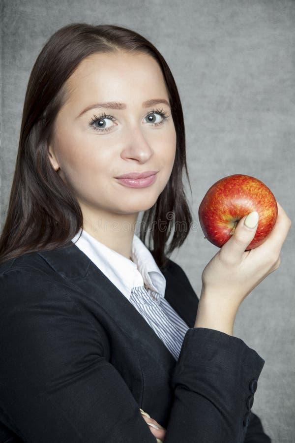 Onderneemster met appel stock afbeelding