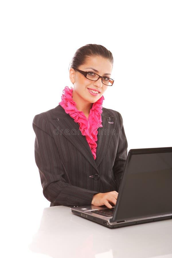 Onderneemster met laptop computer het stellen royalty-vrije stock foto's