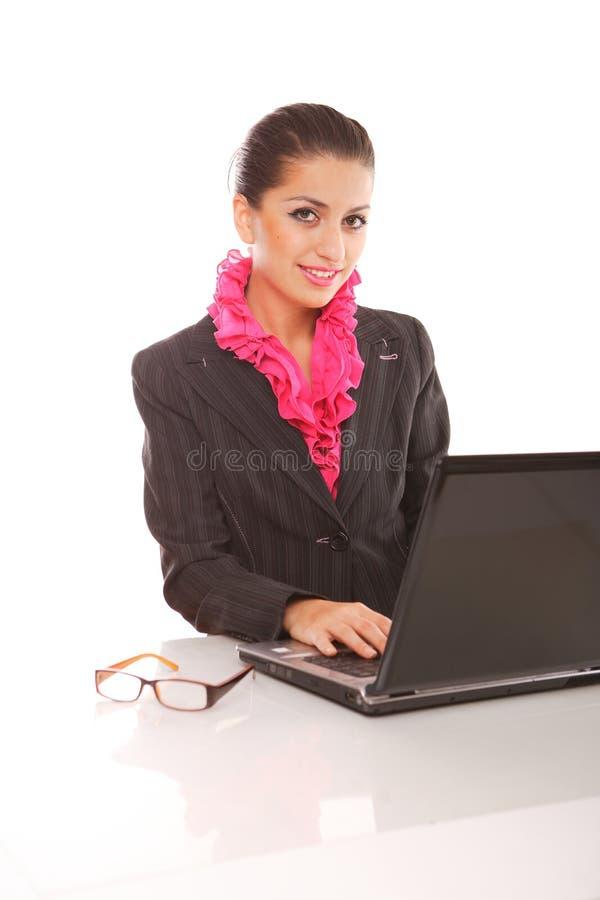 Onderneemster met laptop computer het stellen royalty-vrije stock fotografie