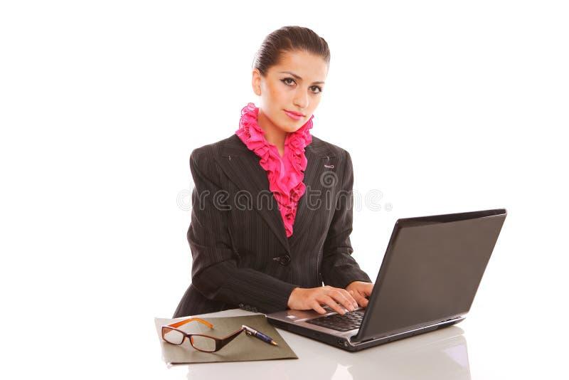 Onderneemster met laptop computer het stellen stock afbeelding