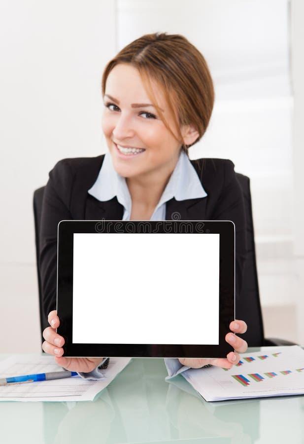 Onderneemster Presenting Digital Tablet stock foto