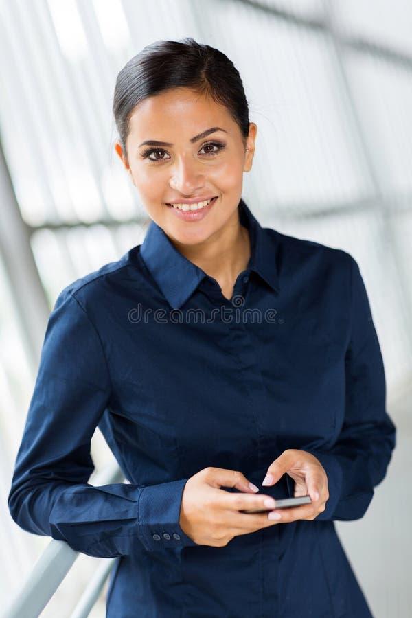 Download Onderneemster Slimme Telefoon Stock Foto - Afbeelding bestaande uit gelukkig, volwassen: 39107140