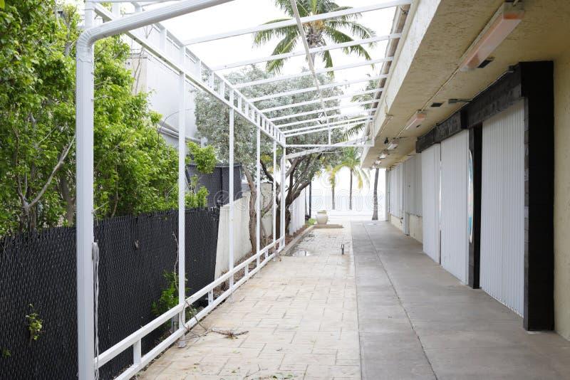 Ondernemingen voor een orkaan omhoog worden ingescheept die royalty-vrije stock afbeeldingen