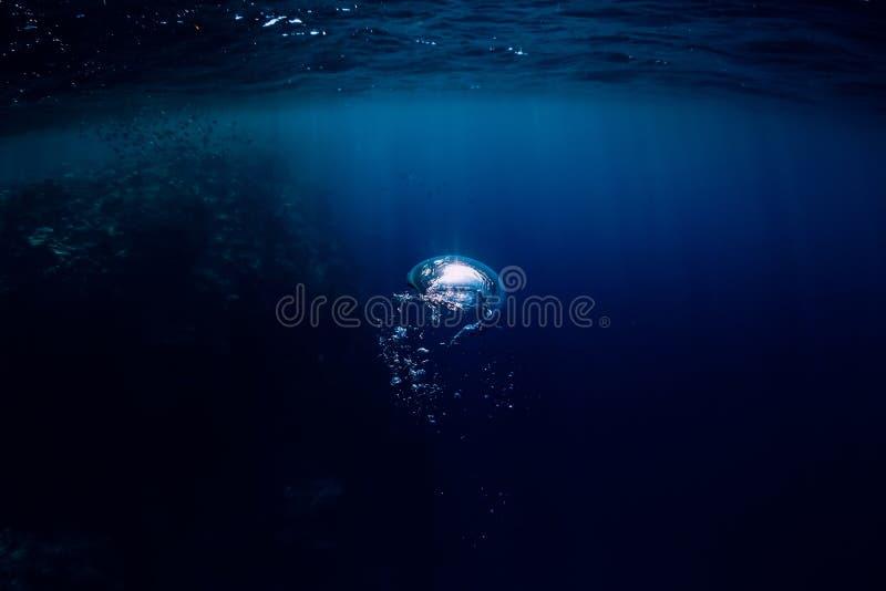 Onderwater donkere textuur in oceaan Bel in overzees royalty-vrije stock foto