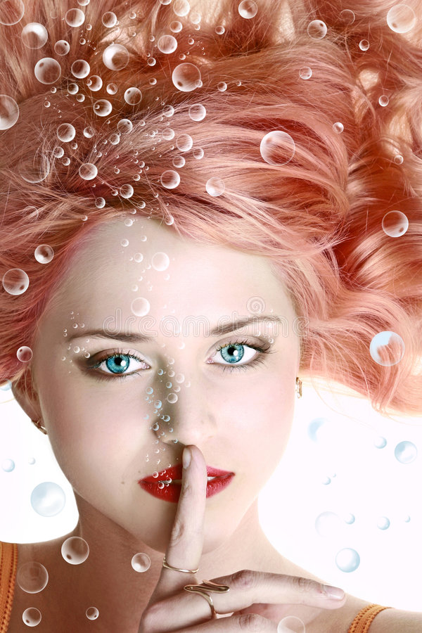 Onderwater portret van mooie jonge vrouw stock foto