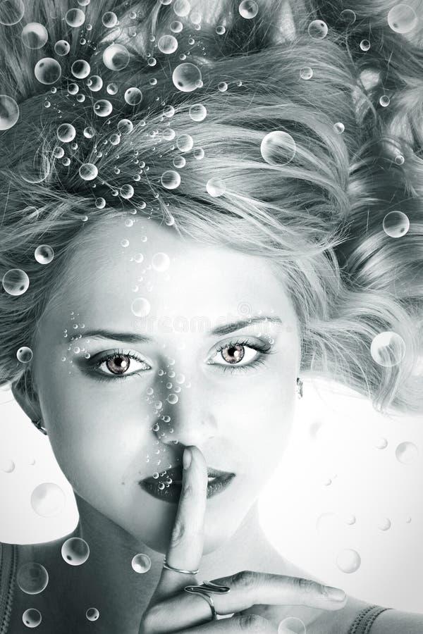 Onderwater portret van mooie jonge vrouw royalty-vrije stock foto