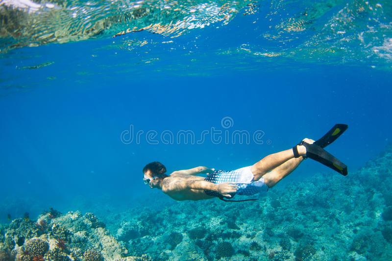 Onderwater snorkelen stock foto's