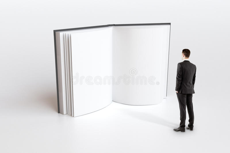 Onderwijsconcept met zakenman het kijken in leeg wit boek p stock illustratie