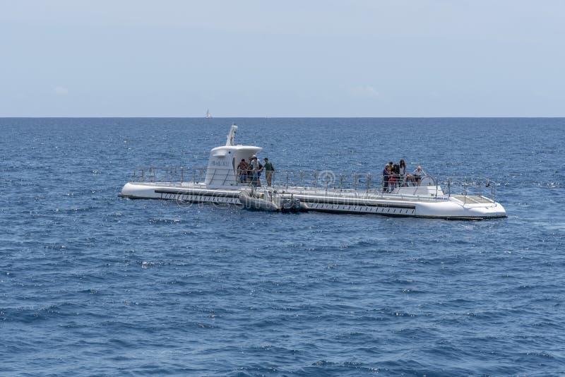 Onderzee?r door Atlantis Waikiki Onderzees Avontuur in werking dat wordt gesteld dat royalty-vrije stock afbeeldingen