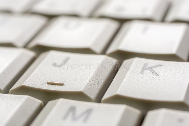 Onderzoek aangaande de sleutel van een computertoetsenbord als input hulp stock foto's