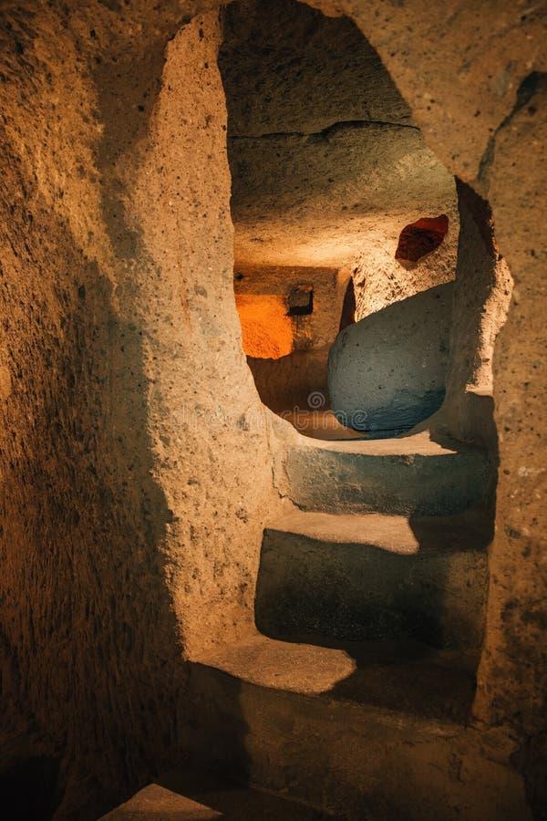 Onderzoek de ondergrondse stad van Derinkuyu in Cappadocia, Turkije royalty-vrije stock afbeeldingen