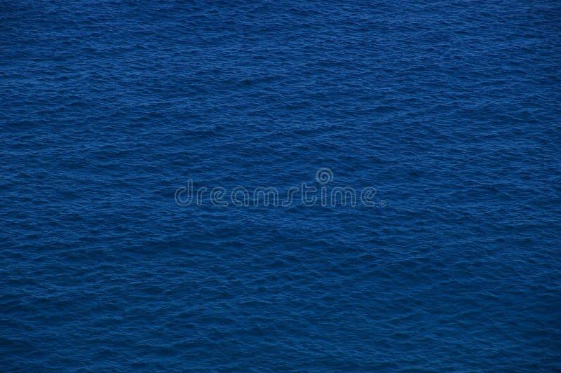 Ondinhas caóticas do oceano imagens de stock