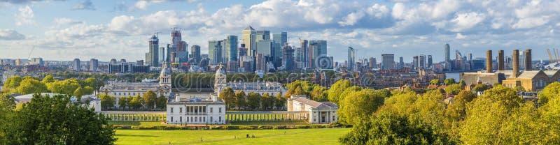 Ondon, Inglaterra, opinião panorâmico da skyline da faculdade de Greenwich e imagens de stock