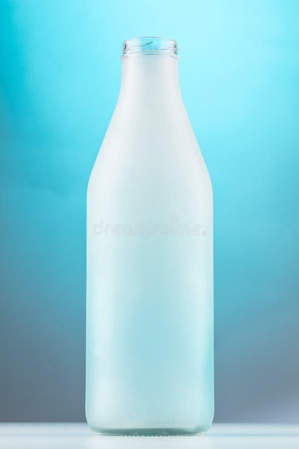Ondoorzichtige lange glasfles royalty-vrije stock afbeeldingen