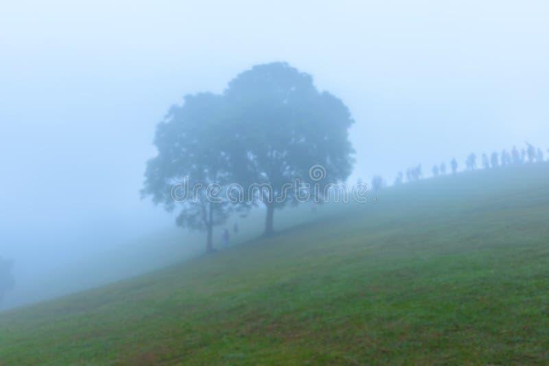 Onduidelijk beeldachtergrond van Gezichtspuntoverzees van mist, Mooie bergmening met mist, zonsopgangscène, Doi Samer Dao stock afbeeldingen