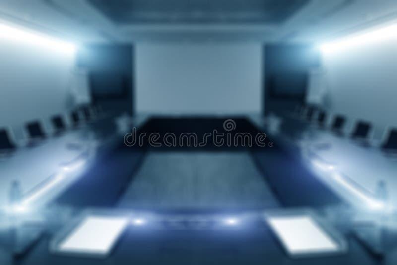 Onduidelijk beeldbeeld van lege bestuurskamer met venstercityscape achtergrond stock fotografie
