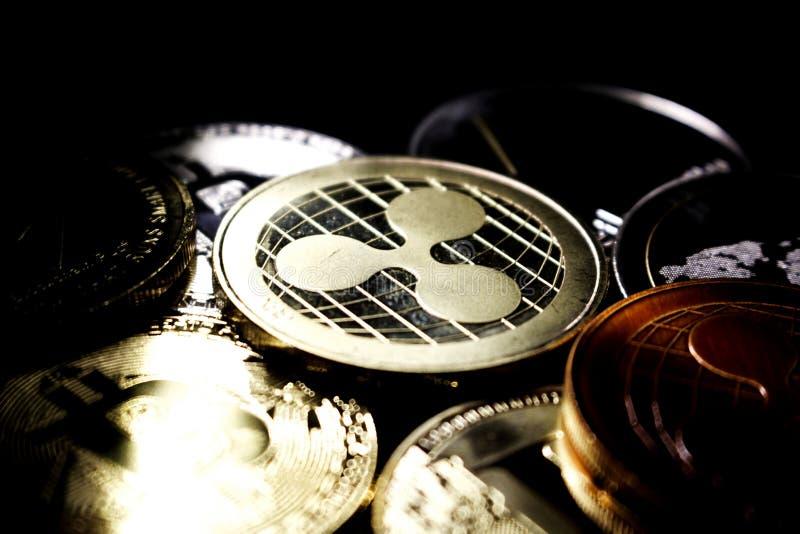 Ondulación - un nuevo cryptocurrency que revoluciona el pago digital - moneda con otras monedas crypto imagenes de archivo