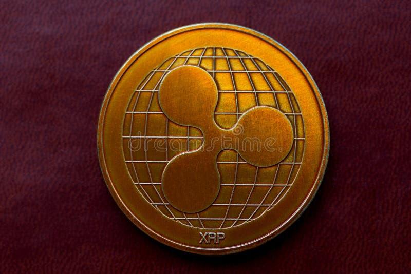 Ondulation de pièces d'or, cryptographie images libres de droits