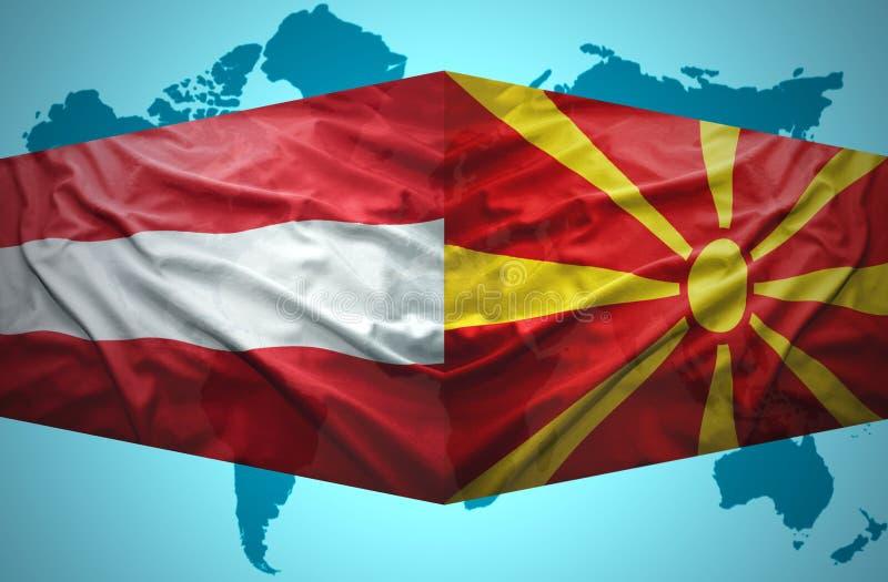 Ondulation des drapeaux macédoniens et autrichiens photos libres de droits