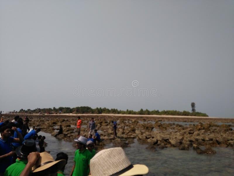 ondulazioni del cielo dell'isola dell'acqua di mare fotografia stock