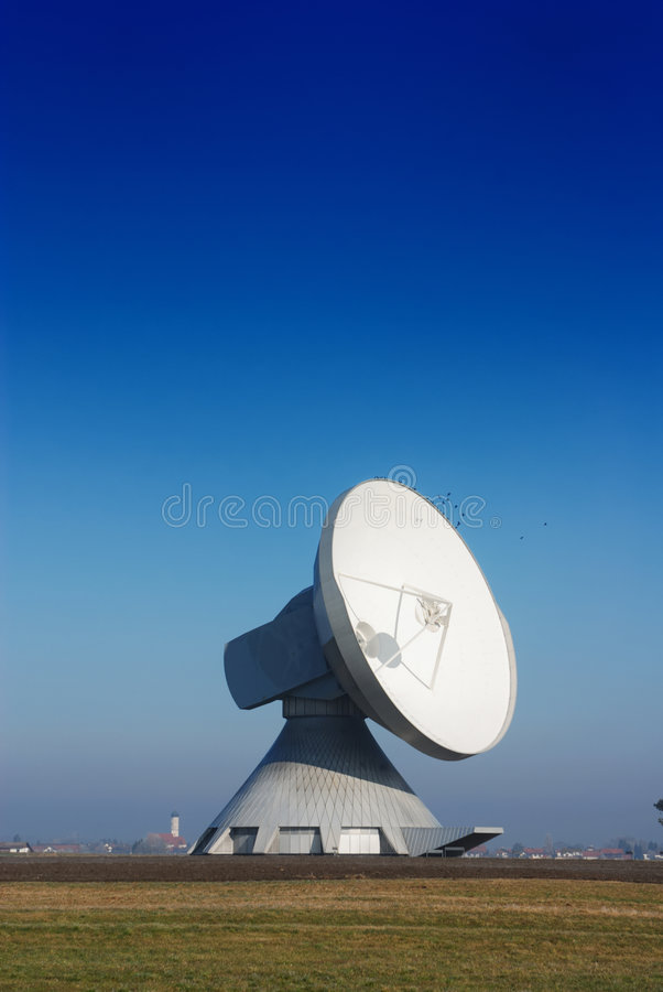 Free One Satellite Dish Stock Photography - 3210842