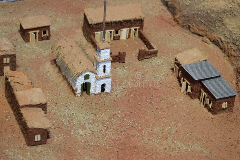 Onecht-middeleeuwse stad ergens in de woestijn stock foto's