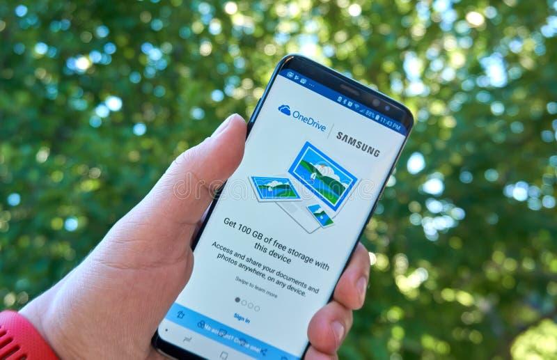 OneDrive передвижной app на Samsung s8 стоковая фотография