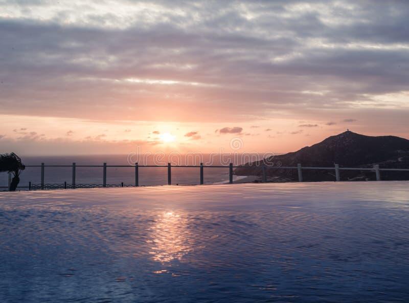 Oneindigheidspool in Cabo San Lucas royalty-vrije stock foto