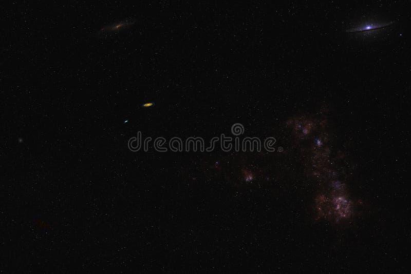 Oneindigheidsruimte met ruimtestof en wolken en verre melkwegen royalty-vrije stock fotografie