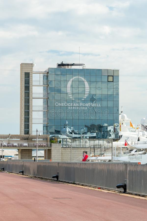 OneOcean port Vell Barcelona Byggnad i marina i Barcelona royaltyfri fotografi