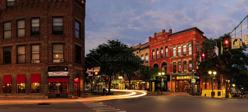 Oneonta NY stadsgator, i stadens centrum plats arkivfoto