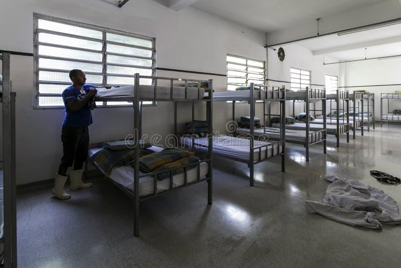 ONG Sermig - dormitorium w ranku Brasil, San - Paolo - zdjęcie stock