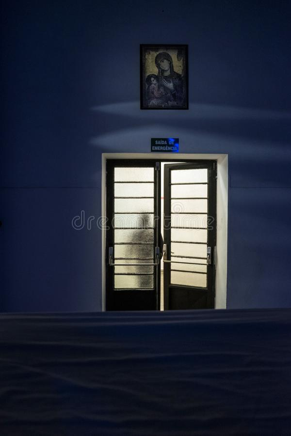 ONG Sermig - dormitorium w wieczór Brasil, San - Paolo - zdjęcie royalty free