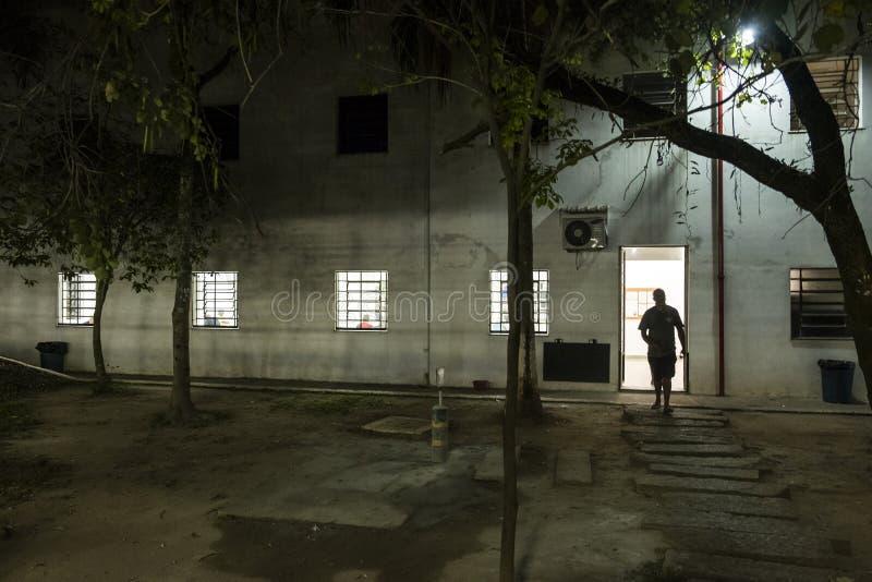 ONG Sermig na zewnątrz dormitorium w wieczór - Brasil, San - Paolo - obraz royalty free