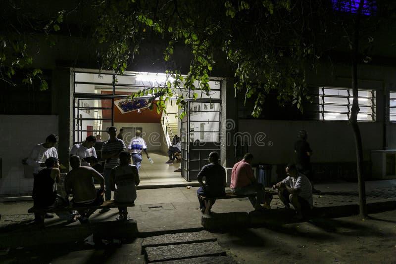 ONG Sermig na zewnątrz dormitorium w wieczór - Brasil, San - Paolo - obrazy stock